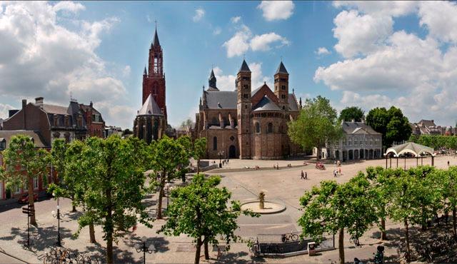 Maastricht_Vrijthof Panorama © Paul Mellaart